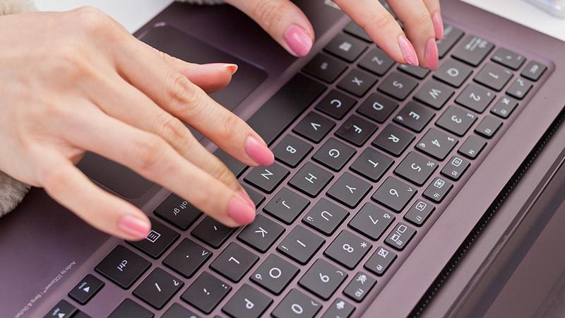 Cum să dezactivezi tastatura pe calculator sau laptop