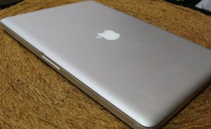 Cum să păstrezi un MacBook Pro curat