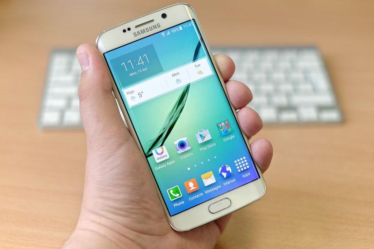 Cum faci captură de ecran (screenshot) pe un telefon Android