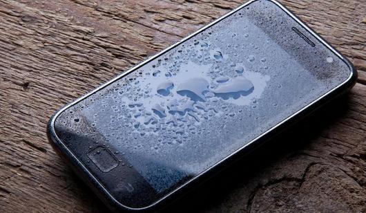 Cea mai simplă reparație pentru un telefon scapăt în apă