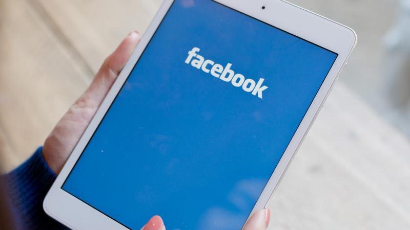 Schimbă parola la Facebook pe telefon laptop sau PC