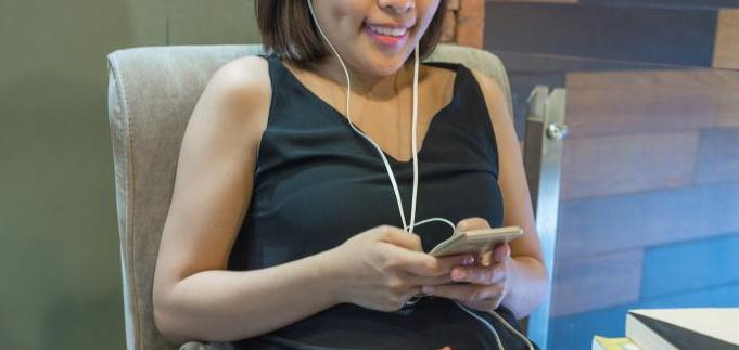 Aplicații pentru întâlniri de făcut prieteni Android/iPhone