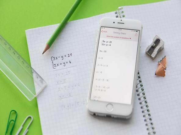 Aplicații de rezolvat probleme la matematică pe telefon