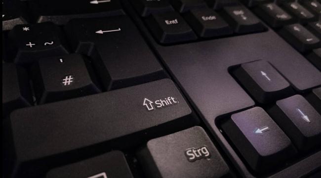 Activează sau dezactivează Taste Adezive Sticky Keys
