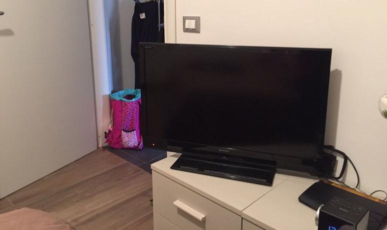 Cum folosești un televizor fără telecomandă