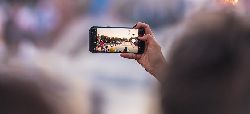 Program de pus data pe poze Android sau PC