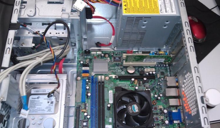 Ce conține un calculator funcțional