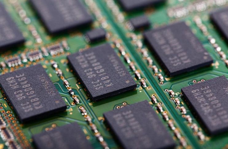 Care este diferența dintre memoria RAM și ROM?