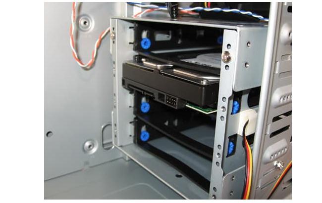 Cum se montează un hard disk sau SSD în PC
