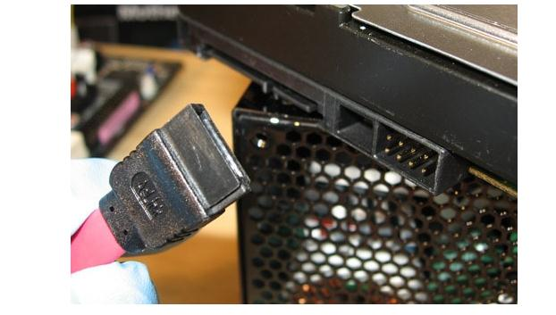 instalare hard disk sau SSD cablu de date sata