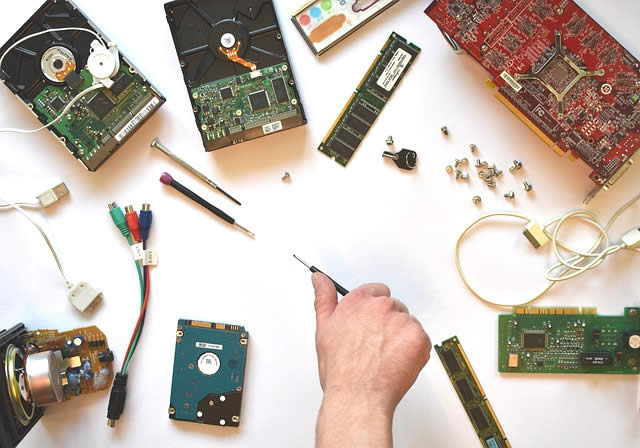 Diferența între hardware și software
