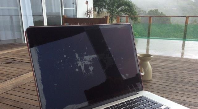 Curățare ecran la monitor