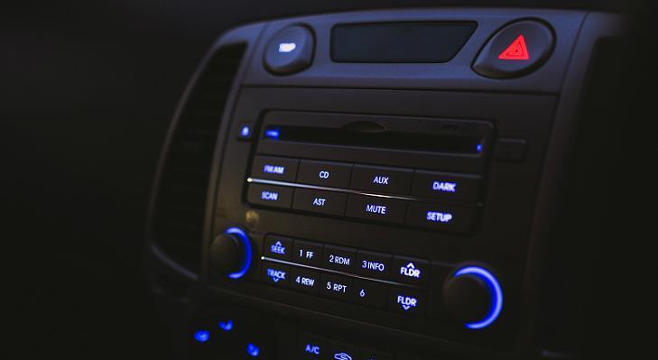 Conectare telefon la mașină